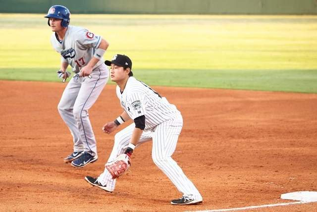 Ji-Man Choi plays defense in last night's game with Chattanooga. He hit is first AA HR last night. (Pam Dietz)
