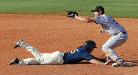 Chris Taylor fields a throw at 2B during Wednesday's doubleheader.